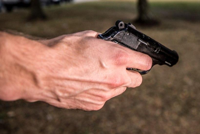 Küsimus   Kuidas saab ajateenijat relvaga sihtinud veebel jätkata oma ametis?