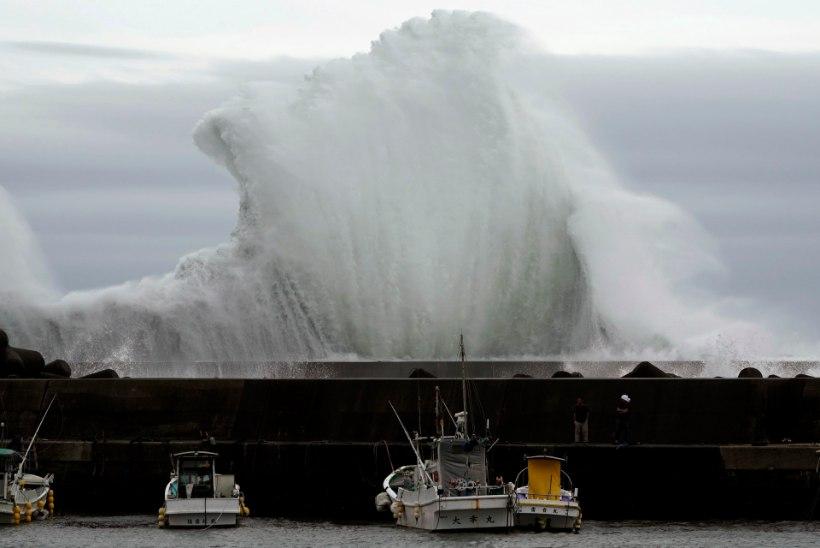 Jaapanit ohustav taifuun pööras vormel 1 etapi pea peale
