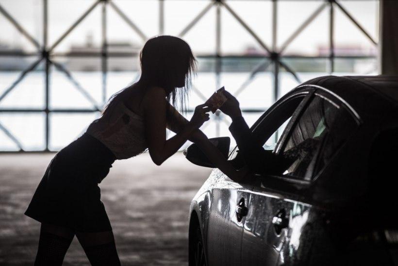 SISSETUNGIVAD VÕÕRTÖÖLISED: Eestist saadeti tänavu välja 40 välismaa prostituuti