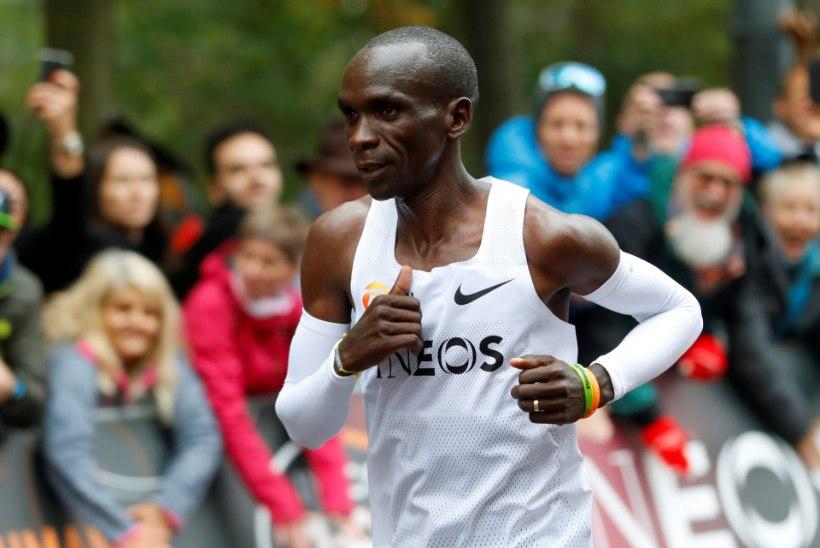 KORRAS! Keenia jooksja nihutas maratonis inimvõimete piire