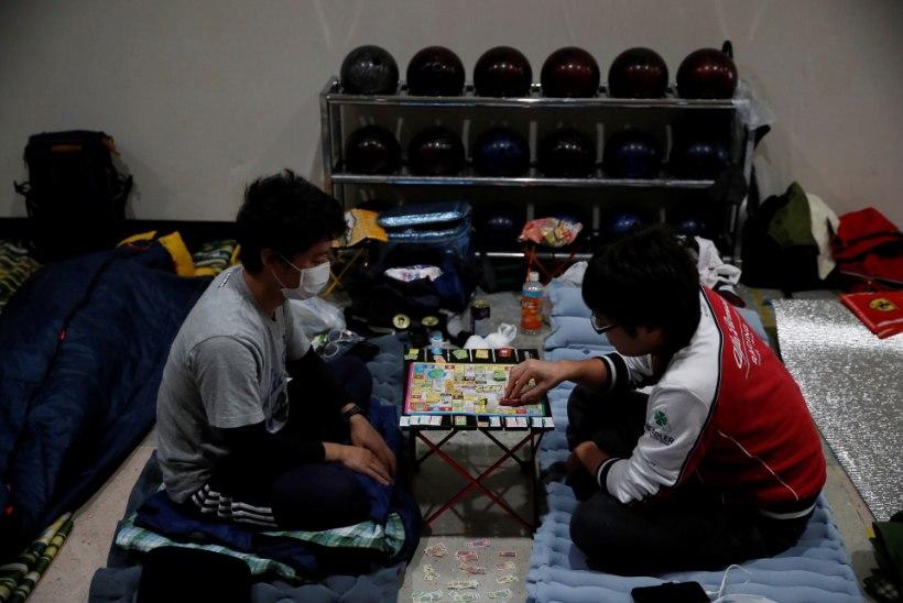 GALERII | Jaapan valmistub võimsaks taifuuniks: miljonitel inimestel soovitati evakueeruda