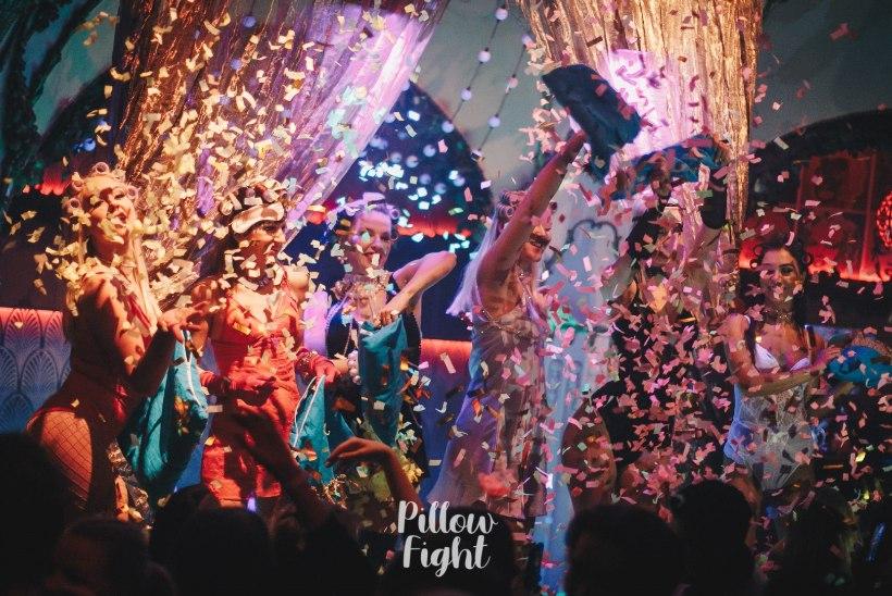 PEOGALERII | Klubis Teater peeti koos staartšellist Silvia Ilvesega maha suur padjasõda!