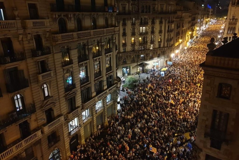EESTLANNA KIRI BARCELONAST: kohalikud on Euroopa Liidus pettunud. Miks midagi ette ei võeta?
