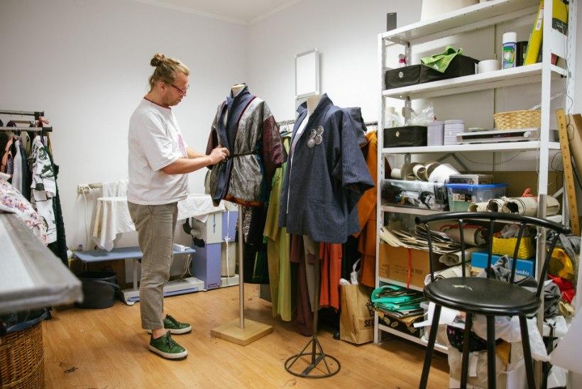 Tallinn Fashion Weekil uut moekollektsiooni esitlenud Kalle Aasamäe põhitöö on hoopis varjupaigataotlejate kinnipidamiskeskuses