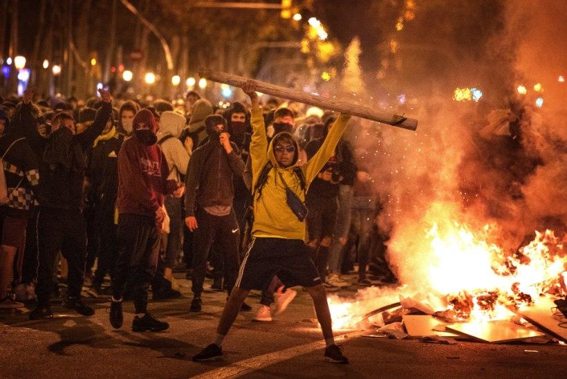 BARCELONA PÕLEB: Kataloonia juht ähvardas keskvõimu uue referendumiga