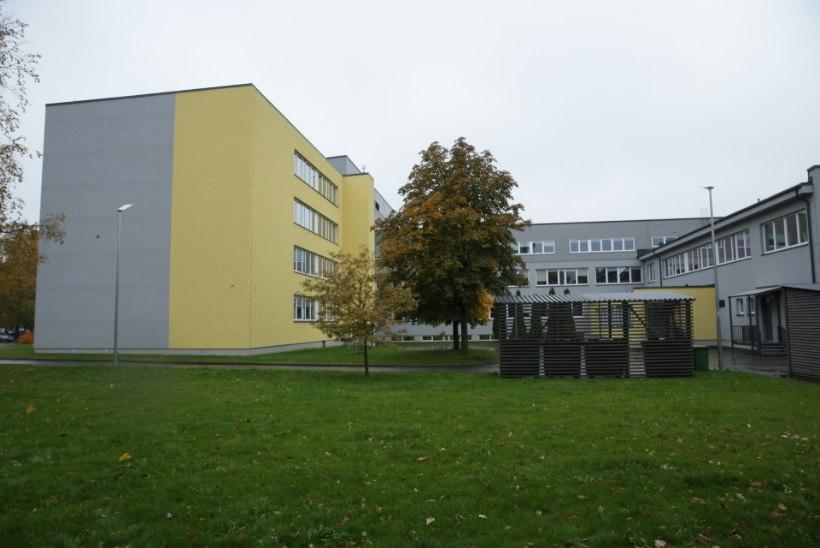Õismäel hüppas õpilane alla koolimaja neljanda korruse aknast