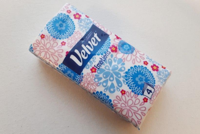 NAISTELEHT TESTIB | Nohuhooaeg on käes. Milline paberrätik päästab päeva, milline kraabib nina katki?