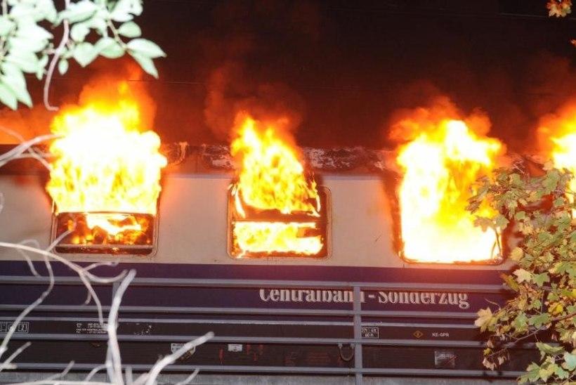 KOHUTAV! Berliinis lahvatas jalgpallifänne täis rong leekidesse