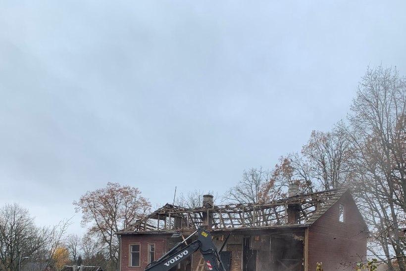 FOTOD | Valgas lammutati Veneetsia biennaalil esitletav maja