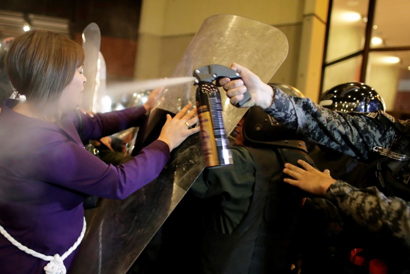 MÄSS: Boliivia meeleavaldajad põletavad valimiskaste