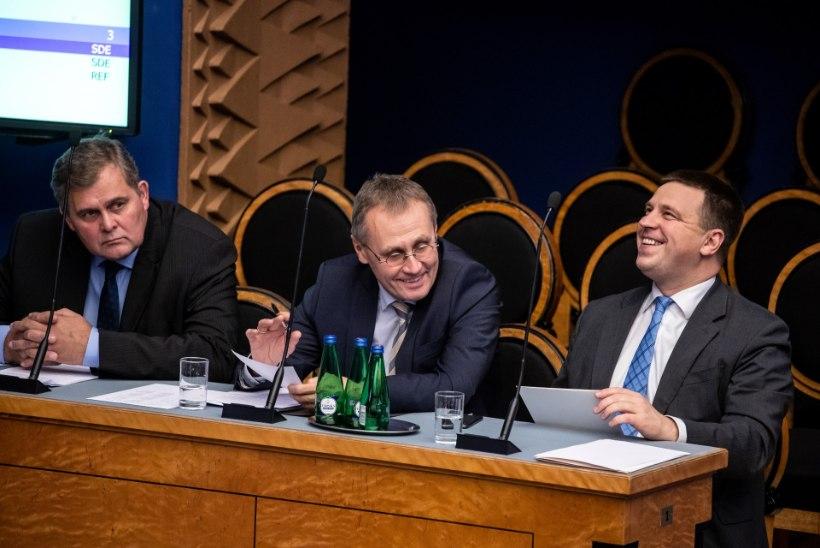BLOGI JA VIDEO | KULLIPILK RATASEL! Infotunnis tühja istuv peaminister: opositsioon mind ei murra!