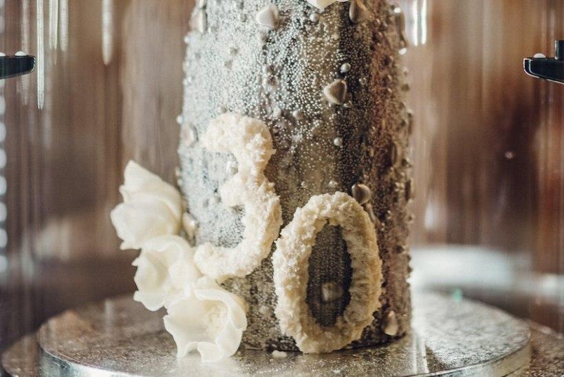 SÖÖ VÕI SILMADEGA: Eesti parimale kondiitrile tõi võidu tort, mis nõudis valmimiseks ligi kolm päeva