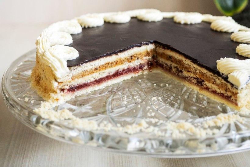 KÜPSETAJALE | Nostalgiline Virmalise tort toob meelde aastakümnetetagused maitsed