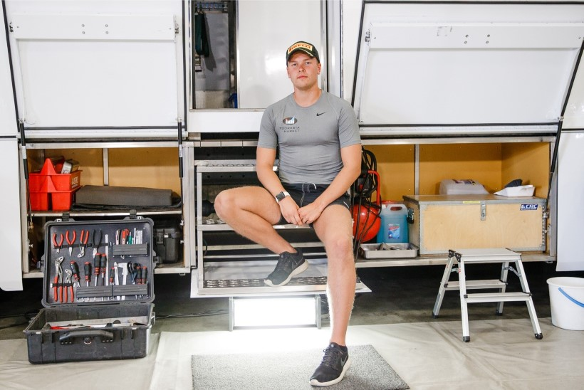 TUGITOOLIS SPORTLANE | Andeka rallisõitja Roland Poomi isu kasvab süües, aga kahjuks pole rahakott kummist