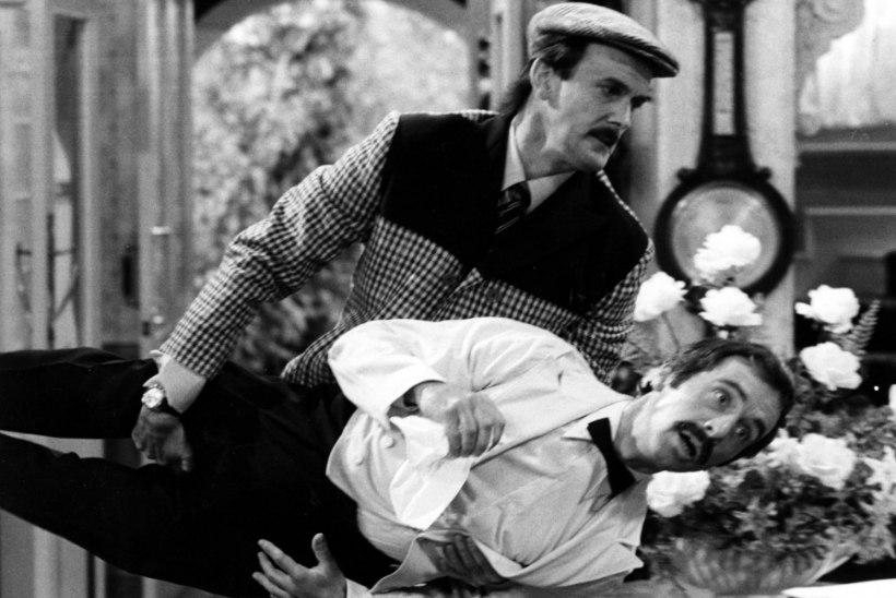 """John Cleese: """"Emal oli kombeks tutvustada mind sõnadega: """"See on mu poeg. Ta oli apsakas!"""""""""""