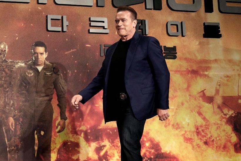 "KOLETU PÕLENG: Schwarzenegger pages kodunt, ""Terminaatori"" esikas jäi ära"