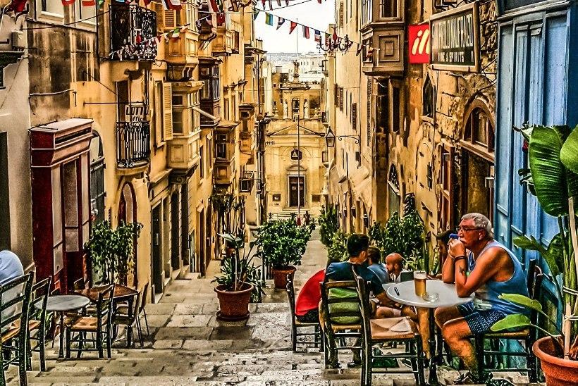 JÄRGMINE PEATUS   Mine täna Maltale ja ülehomseks on sul töö restoranis olemas! Ning palka saab hästi!