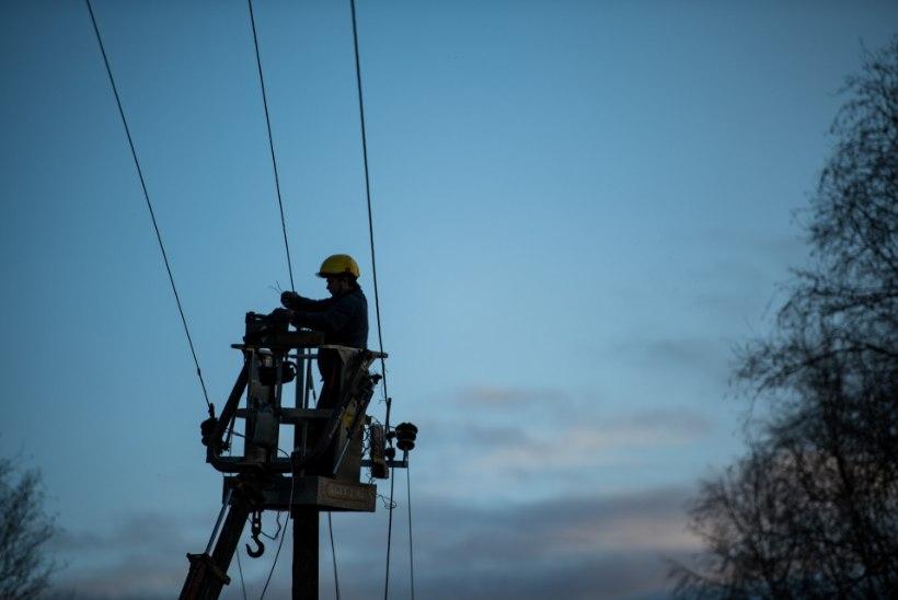 GALERII | Paljud asulad on neljandat päeva elektrita. Elektrilevi lubab: tänase päeva jooksul saab voolu tagasi
