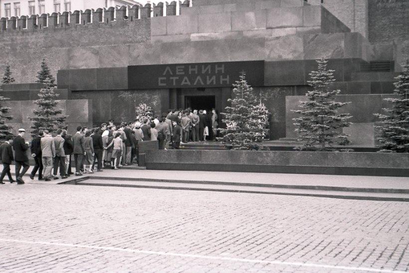 MINEVIKUHETK | 31. oktoober: Stalini surnukeha viidi vaikselt Lenini mausoleumist minema