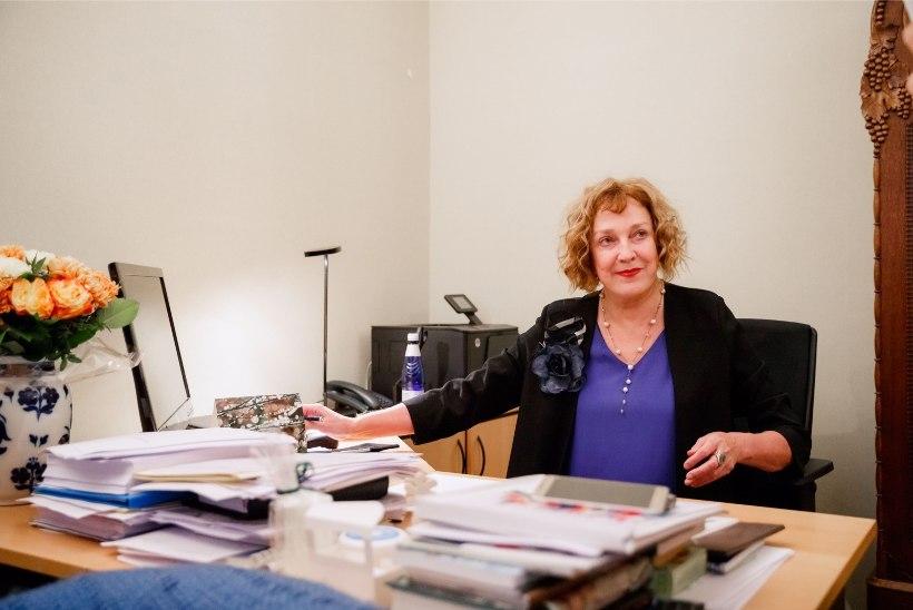 VANA AMETI PEAL: Maire Aunaste teenib lisaraha suhtemänguga