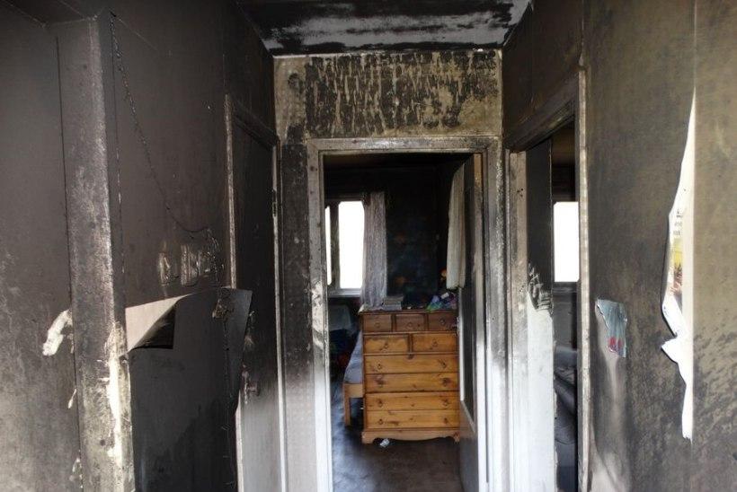 FOTOD | Naabri rõdult visatud hõõguv koni põhjustas tulekahju