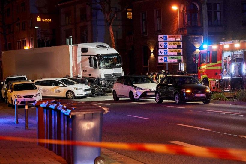 Saksamaal rammis mees varastatud veokiga teisi autosid, 17 inimest sai viga