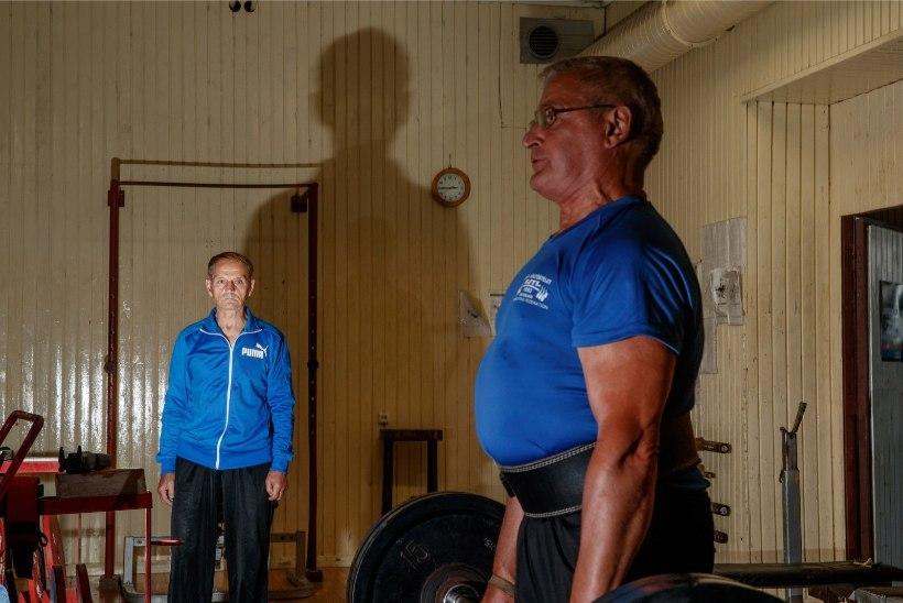 VÕIMAS! 75aastane Eesti vägilane vinnas üles 440 kg ning krooniti maailmameistriks