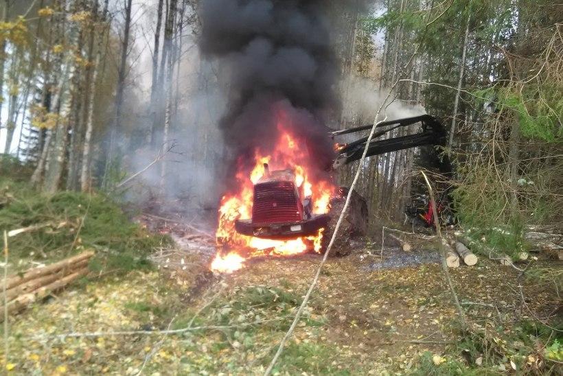FOTO | Rõuge vallas põles traktor