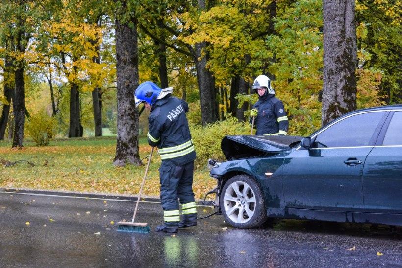 VIDEO JA FOTOD | Viljandimaal põrkusid autod kokku, ühes olid ka lapsed