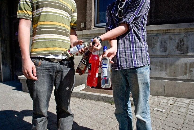 Kuressaare gümnaasiumi õpilased võtsid õpetajate päeval napsu