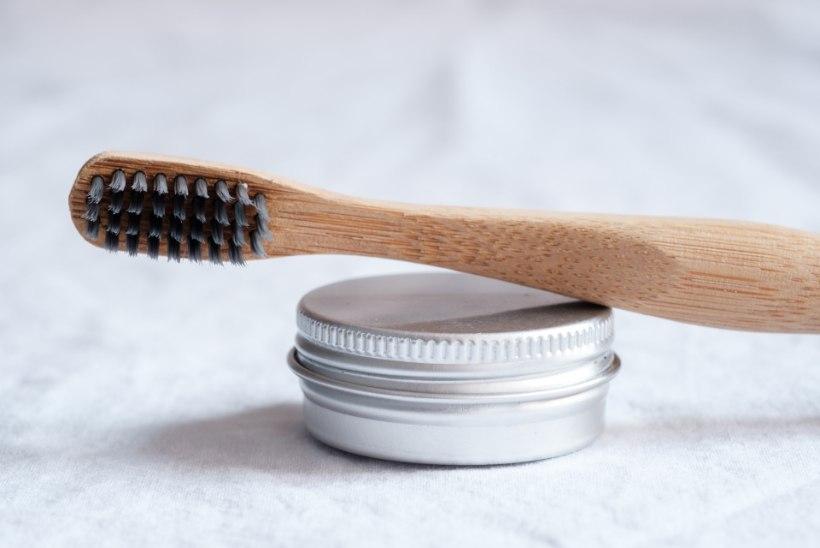 Proovime järele: kas loodusliku hambapulbri ja -seebiga saab hambad puhtaks?