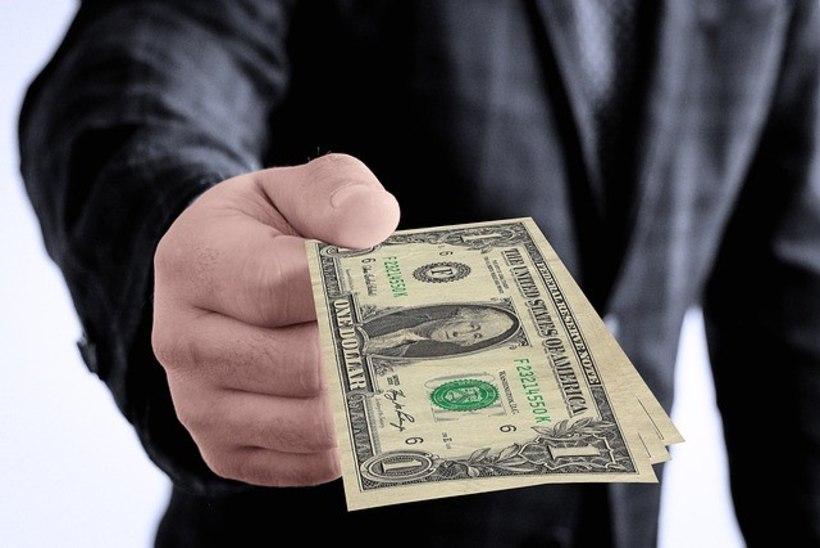 Turist ei saanud valuuta vahetamisel piisavalt head kurssi – ja lukustas seepeale töötaja tema putkasse!