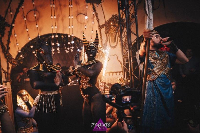 GALERII | Klubis Teater möllasid Egiptuse vaaraod ja jumal Anubis