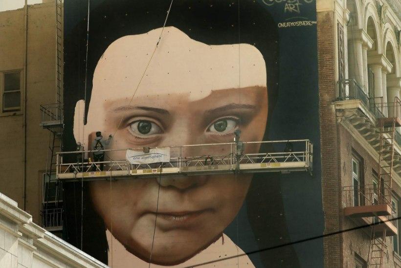 Kliimaaktivist Greta Thunbergi nägu maalitakse seinale San Franciscos
