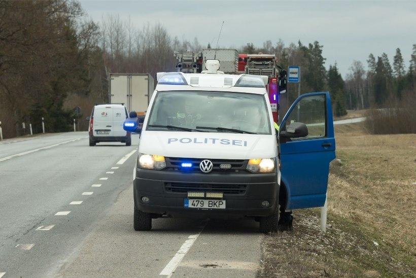 VIDEO | Tallinna lennujaama lähistel toimunud liiklusõnnetuses käis auto üle katuse