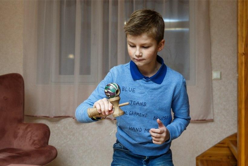 ÕL VIDEO | UUS HITTMÄNG: kendama rebib lapsed nutimaailmast välja