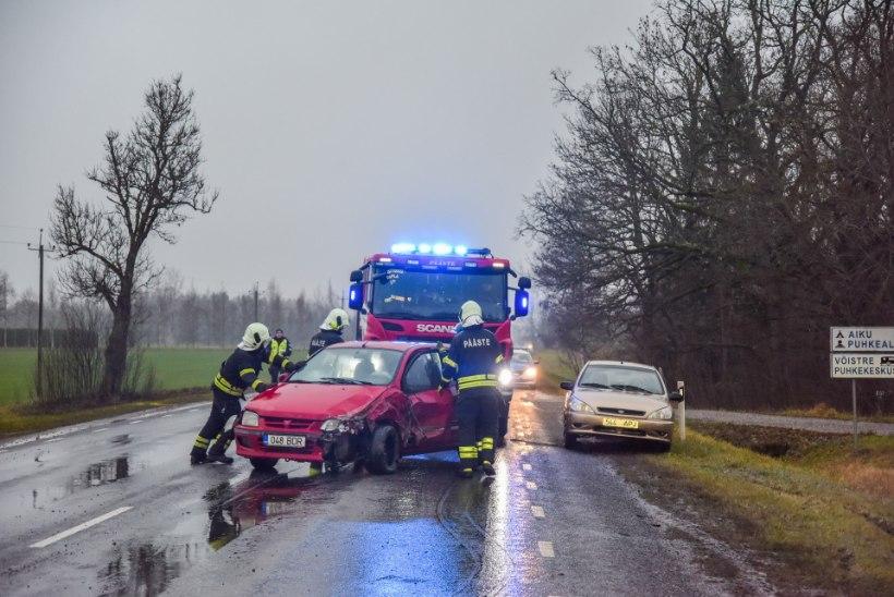 VIDEO JA FOTOD | Kolme auto kokkupõrkel sai viga kaks inimest