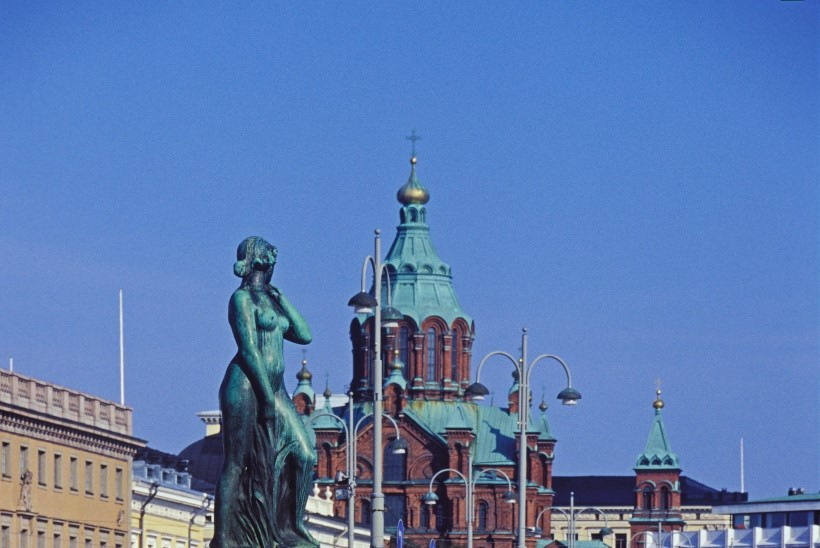 Soomlased valmistuvad ajalooliseks jalgpalliõhtuks, poliitikud muretsevad legendaarse monumendi pärast