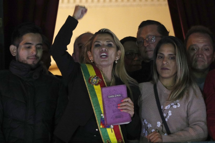 Opositsioonipoliitik kuulutas end Boliivia presidendi kohusetäitjaks