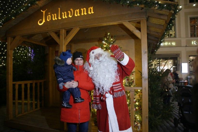 GALERII | Tallinna jõuluturul läks kauplemine lahti
