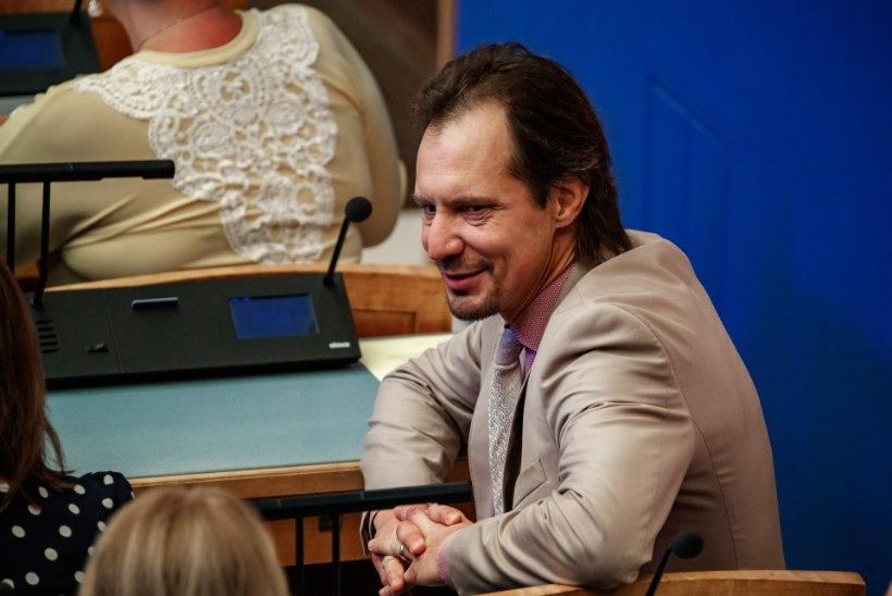 Indrek Saar: Jüri Ratas proovib olulise otsuse langetamist lükata ametnike kaela