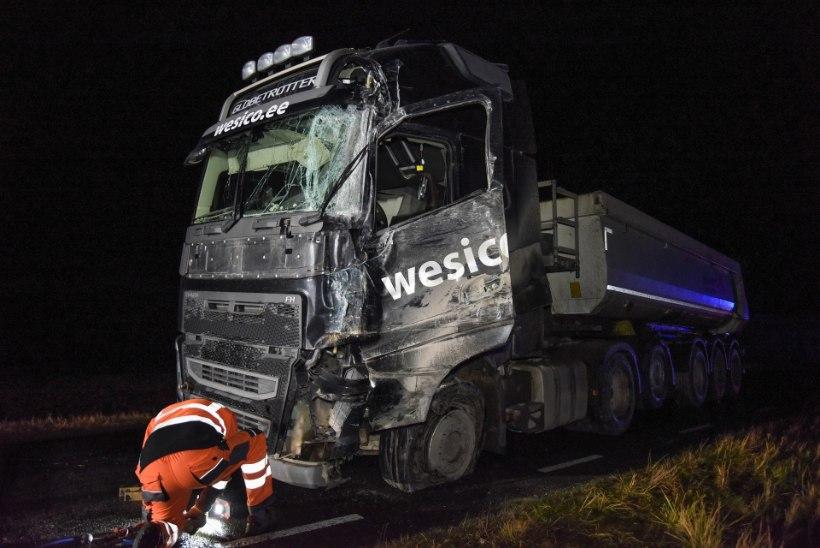VIDEO JA FOTOD | Viljandimaal põrkasid kokku kaks veoautot