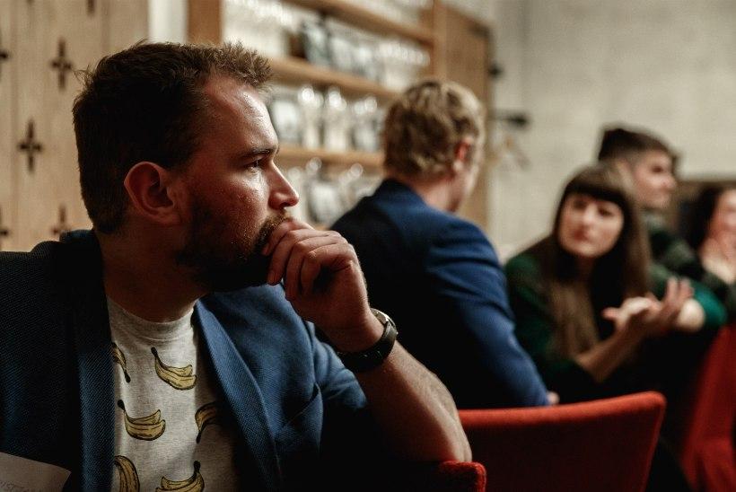 KOHTING PILKASES PIMEDUSES: kui sa ikka ei näe vestluskaaslase silmi, siis on paganama raske teda mõista
