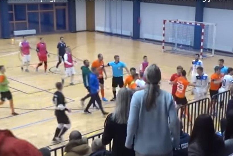 VIDEO | Eesti saalijalgpalli meistriliiga rusikakangelased ja ässitajad said karistada