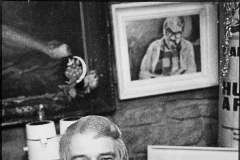 """""""Hugo Hiibus oli alati galantne ja džentelmenlik. Kikilips ees, piip hambus ja lokid laubal."""""""