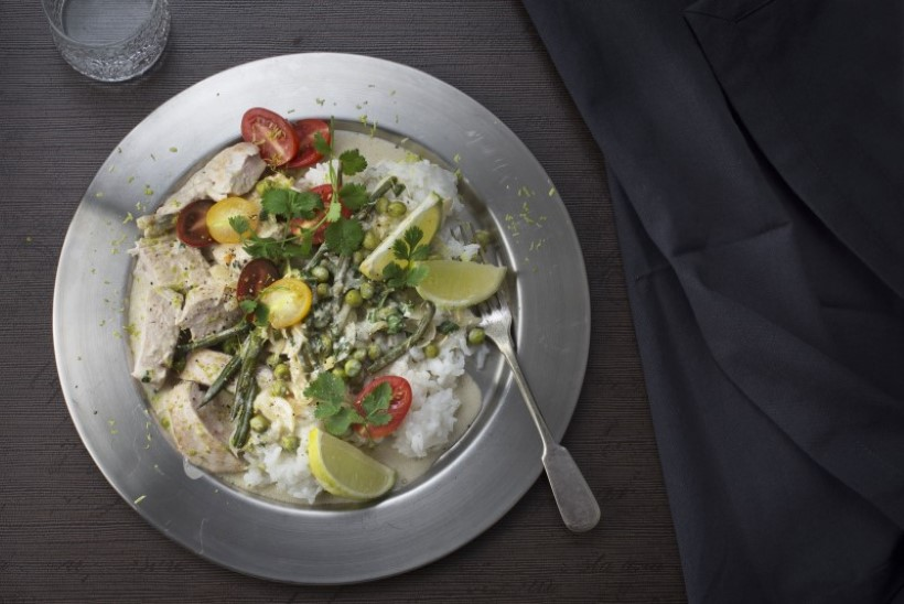 Kana ja köögiviljad kookoskastmes
