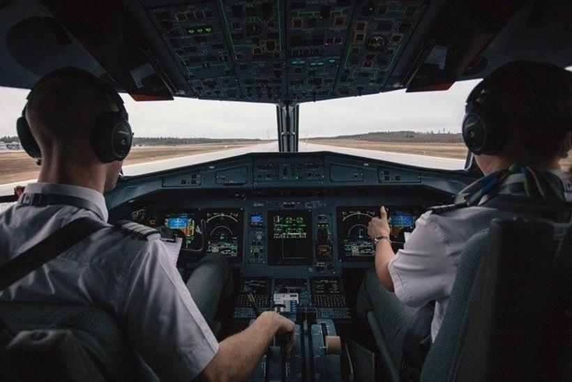 Kallima lennu ajal kokpitti lubanud piloot sai eluaegse töökeelu