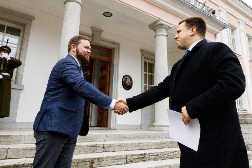 NOVEMBER PILDIS   Alaver nühkis kohtupinki, valitsuses vahetati ministreid nagu sokke