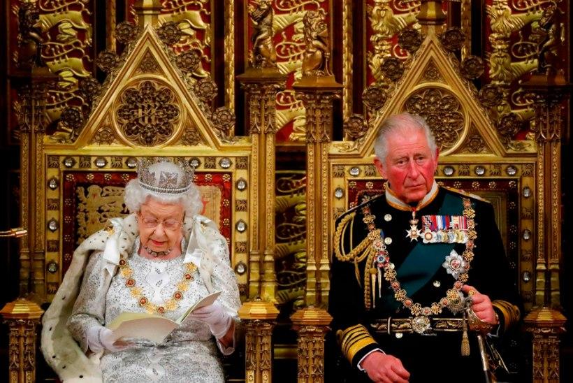 Leht: Elizabeth II loobub peatselt troonist ja annab ohjad Charlesile