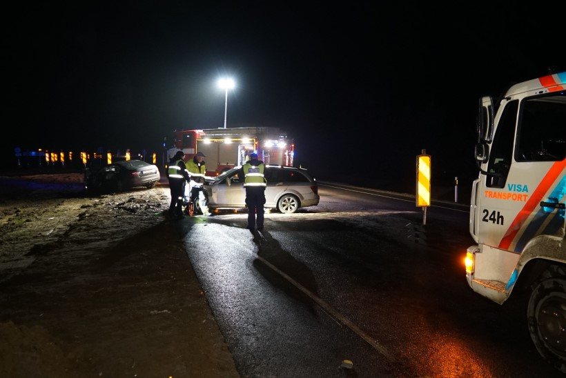 FOTOD | Lääne-Virumaal toimus ränk avarii, kaks autojuhti toimetati haiglasse